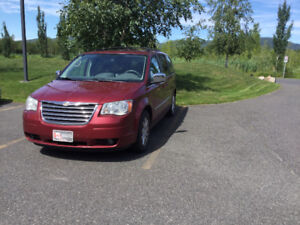 AUTOMOBILE  CHRYSLER TOWN COUNTRY 2010