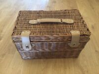 Wicket basket picnic set for 4 people