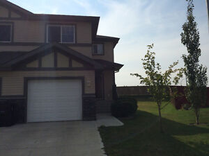 PET FRIENDLY DUPLEX IN SPRUCE GROVE! AVAIL JuLY 1,  2016