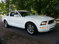 2005 Ford Mustang Premium V6 Coupe (2 door)