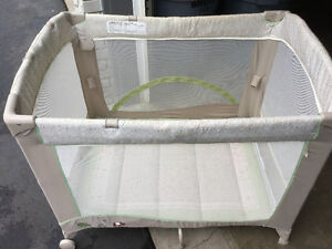 Collapsible playpen
