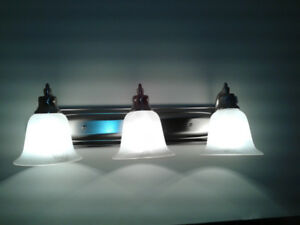 3 light vanity ( 2 available)