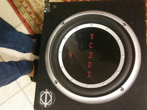 "Subwoofer speaker 10"" box & Amp 250 watts."