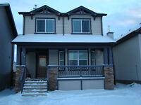 A beautiful House in SW Calgary-1630 Sqft