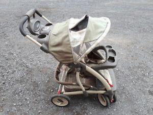 2 poussette,carosse pour enfant,dont 1 Bagnole et 1 porte bébé