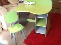 VERBAUDET desk and matching chair