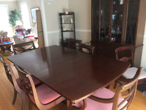 Mahogany Dinning Room Table and Chairs