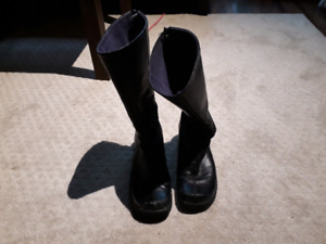 Stoneridge Leather Boots (sz 7) Real Leather