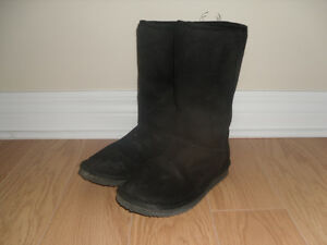 Girl's Black Faux Suede Boots lined with Faux Fur Size 2 London Ontario image 1