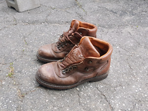 Womans boots WindRiver size 9