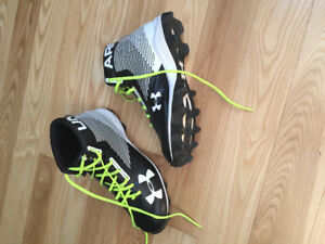 Boys Under Armour Cleats 6y