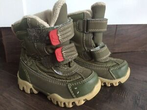 Snow boots size 6