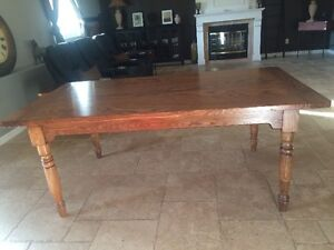 BEAUTIFUL DINING TABLE HANDCRAFTRED