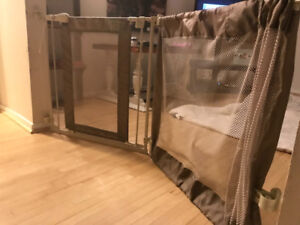 Baby/pet gate. Like new