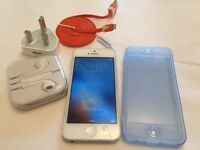 Apple iPhone 5 white 16 GB any network in good condition (4468)