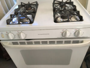 *** REDUCED: GE Spectra XL44 Gas Stove in Good Working condition