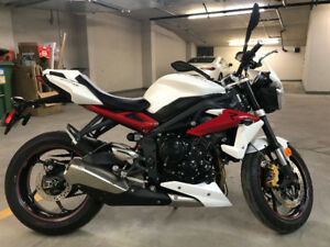 "Triumph Street Triple ""R"" with only 1,544 KMs"