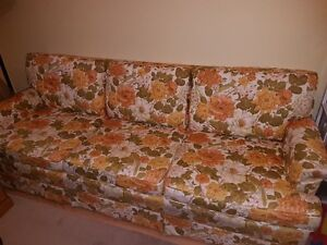 Made in Canada Vintage Floral Sofa – Sturdy and Comfortable