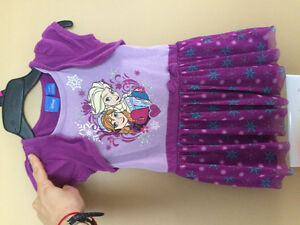 Frozen dress size 4T in excellent condition.