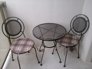 Patio set metal chairs and table 75obo