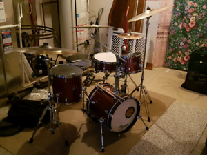 Ludwig Breakbeats 4 Piece Drum Kit w/ Cymbals and Hardware