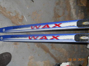 Skis de fond marque Fischer (WAX SPLITKein )195 long