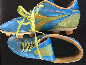 Soccer shoes - used