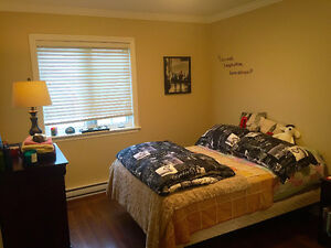 Room to rent! ~ option to furnish or not