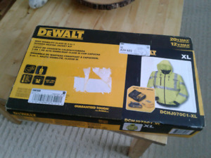 DeWalt 3 in 1 jacket .Battery and charger included.