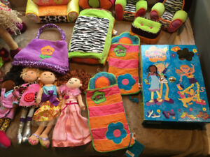 Groovy Girl Large Lot #2 - Beds, Car, 14 dolls + accessories