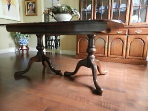 Strathroy solid wood dining room table 63 x 41,2 leaves,cherry