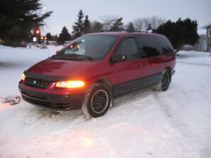 1998 Plymouth Grand Voyager senior owned mini van (loaded)