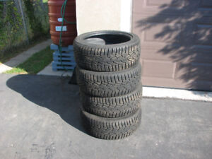 Nokian Hakkapeliitta 225 45 18 Like New 10/32 Winter Tire/Hiver