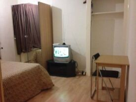 Big double room available in a clean and tidy house. Internet included