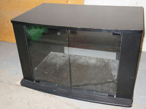 Black TV Stand, Support a television noir