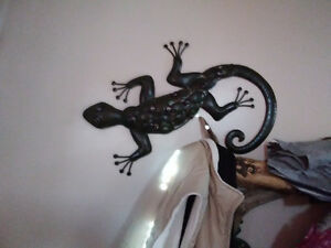 Very large lizard wall art