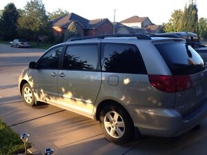 2008 Toyota Sienna LE, low Km's, tow pkg, remote, winter tires