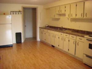 Cache Bay - Large 2 Bedroom Main Floor Apartment