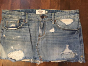 Abercrombie & Fitch Jean Denim Skirts Size 4 15$ or Best Offer