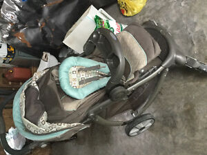 Graco car seat and stroller combo for sale