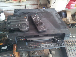 LOTS OF VINTAGE/ANTIQUE RADIOS/RADIO STATION/DJ EQUIP ETC Belleville Belleville Area image 9