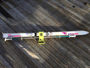 ROSSIGNOL 550 SERIES SNOW SKIS AND POLES