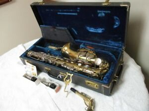 FIRST RATE ESTATE SAXOPHONE