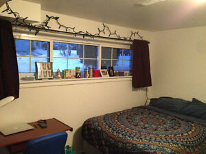 ROom for rent close to Trent - female students 8 month lease