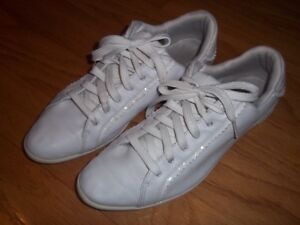 WHITE LEATHER RUNING SHOES LACOSTE SIZE 9 1/2 $10