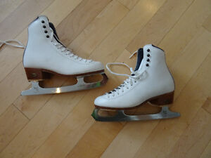 Reidel Women's Figure Skates size 6 Kitchener / Waterloo Kitchener Area image 1