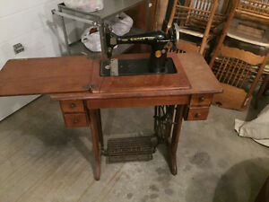 2 antique singer sewing machines