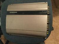 Ampli pioneer 500 watts dexcellante qualiter avec 4 channels
