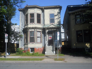 SOUTHEND -LOVELY VICTORIAN - 2 BDRM+DEN ON INGLIS