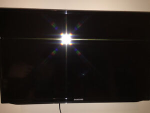 """Samsung 32"""" Full HD Flat TV EH5300 Series 5 + supports"""